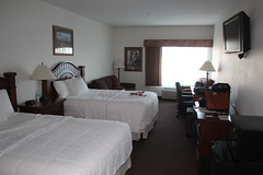 IMG_9489 (mudsharkalex) Tags: oregon whitecity whitecityor hotelroom motelroom