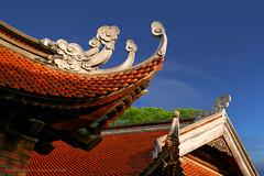 Temple of Confucius, Hanoi (Toby Jorgensen) Tags: vietnam asia confucius temple roof architecture canon eos 5d