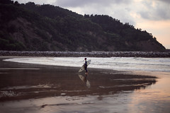 (yoann_lht) Tags: spain espagne roadtrip see navarra basquecountry paysbasque wave sunset summer surf beach plage surfer