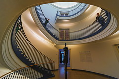 Stairs and statues (Maerten Prins) Tags: berlijn duitsland deutschland germany berlin berggruen museum stair stairs stairwell staircase spiral curve curves upshot round circle dark brown gold yellow black shadow railing architecture art giacometti person statue people atrium