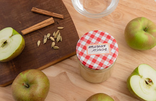 Applesauce canning and ingredients