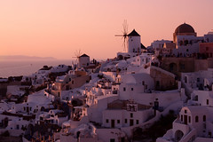magic sunset (moniq84) Tags: magic sunset light ray sun red pink sunrise santorini oia greece grecia palaces sky sea landscapes travel summer june people aegean