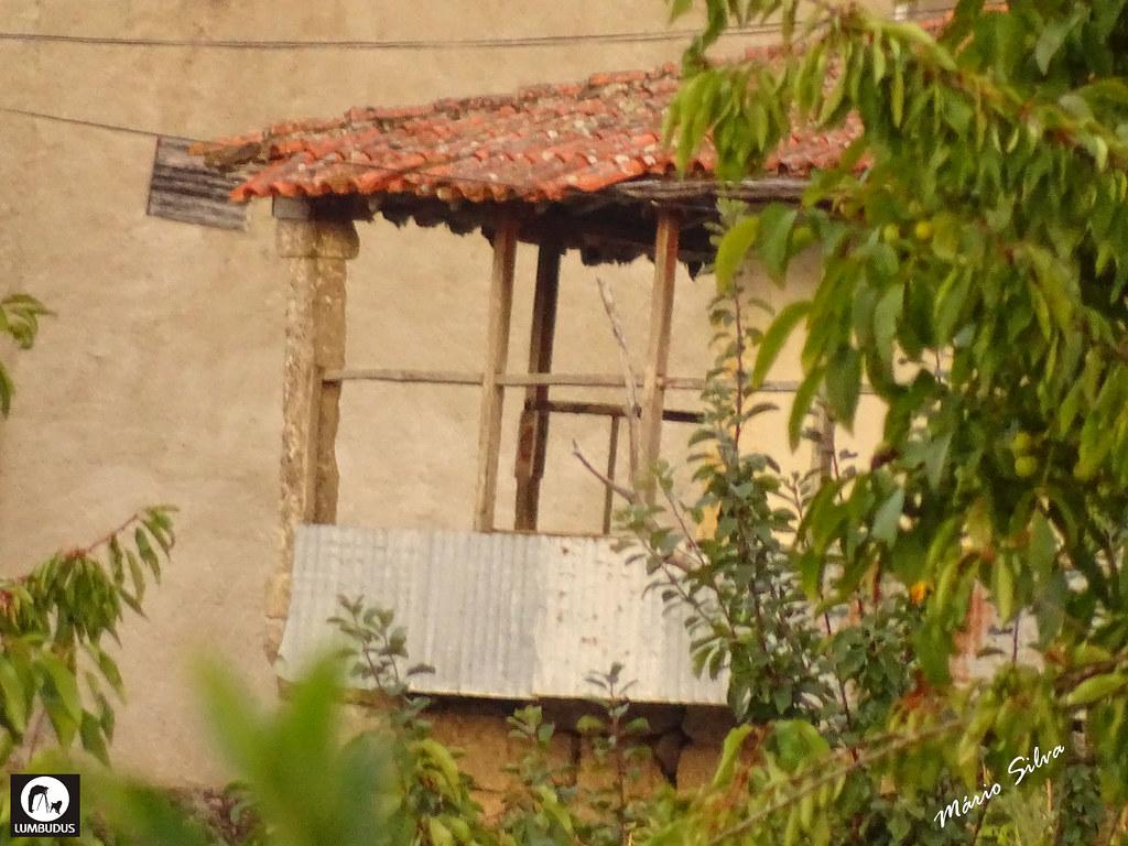 Águas Frias (Chaves) - ... uma típica varanda ...