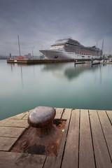 Ciudad flotante (jcriera) Tags: puerto largaexposición barco coruña transatlántico vacaciones hollidays worldtrekker