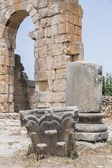 2018/07/09 12h41 ruines de Volubilis 01 (Valéry Hugotte) Tags: 24105 antiquité maroc volubilis canon canon5d canon5dmarkiv chapiteau colonne romain ruines fèsmeknès ma
