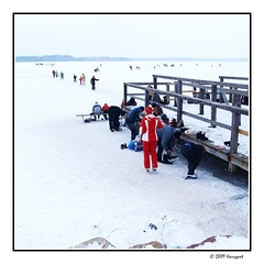 red attire and snow attraction ... (harrypwt) Tags: harrypwt borders framed winter helsinki finland e520 1454 11 square coastal sea snow people