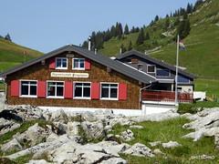 Pragelpass (HITSCHKO) Tags: zentralschweiz innerschweiz pragelpass pragel gebirgspass passstrasse muotatal starzen schwyz klöntal chlön glarus riedern klöntalersee suworow alpen schweiz suisse svizzera svizra switzerland architektur gebäude alpwirtschaft käserei landwirtschaft
