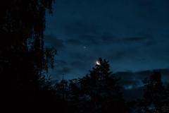 Venus & Moon / @ 55 mm / 2017-08-19 (astrofreak81) Tags: venus moon luna mond planet stars tree light night sky dark konjunktion konstellation dresden 20170819