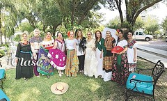 Brindan por México