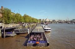 London 9 (Lennart Arendes) Tags: canon ae1 kodak analog film 35mm gold 200 river thames london boat fluss pier westminster bridge trees people tourists buildings construction