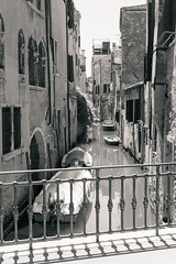 Venice 009 (Gorky1985) Tags: venice venedig italy italien landscape landschaft boat bridge brücke water wasser channel black white schwarz weiss building architecture goran cosic nikon nikkor 18105 d5300