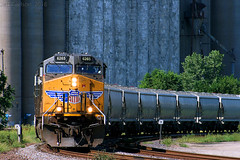 Prairie Skyscrapers (Jeff Carlson_82) Tags: up uprr ks ge ac4400cw unionpacific grainelevator sand unittrain 6265 topeka kansas kansassub porubskyscurve train railroad railfan railway