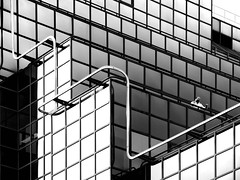 business talk (heinzkren) Tags: architektur people lines personen mann man linien london windows fenster gebäude building geometry modern contemporary abstract candid street streetphotography panasonic lumix architecture uk