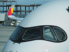 OZ A350-941 HL7579 (kenjet) Tags: oz asiana asianaairlines sf sfo ksfo sanfranciscointernationalairport airbus 350 579 a350900 a350941 plane jet flugzeug airline airliner airport gate ramp wing winglet wingtip colorful logo aviation sanfrancisco 359 raccoon raccooneyes cockpit window fuselage
