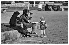 Family Games (Tom Levold (www.levold.de/photosphere)) Tags: d7000 esfahan isfahan nikon sw bw frauen kind street photographer fotografin camera girl women kamera candid mädchen child