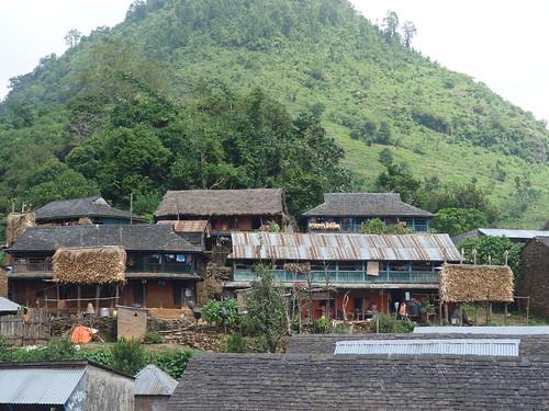 Les maisons du village sont très belles. Elles sont faîtes en briques rouges.