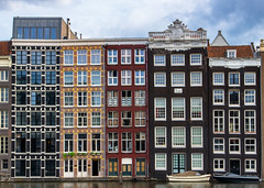 Amsterdam houses (Udri) Tags: viaje amsterdam casas estacion holanda holland houses k3 netherlands paisesbajos pentax station travel trip