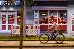 Night ride (18.09.2018) (Siebbi) Tags: cyclist radfahrer fahrrad bicycle radfahren cycling bikeriding night nacht afterdark street strase streetphotography strasenfotografie verkehr traffic motion bewegung motionblur bewegungsunschärfe