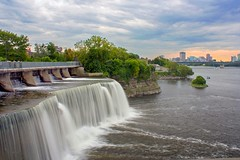 Ottawa //Chutes Rideau // Rideau Falls (ferlen02) Tags: falls chutes rideaufalls chutesrideau ottawa ottawariver filé pontcartiermcdonald gatineau