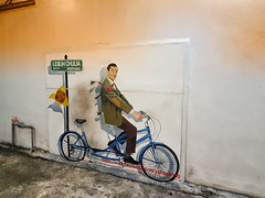Mr Bean Streetart - George Town (ShambLady) Tags: street art mural chulia lebuh gt george town mr bean bicycle bike wall malaysia 2018 210818 penang swiss hotel