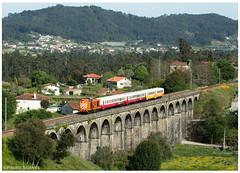 Durrães 01-05-18 (P.Soares) Tags: comboio cp comboios caminhodeferro carruagens 1400 1415 train trains tren viaduto durrães minho linha locomotiva laranja linhadominho