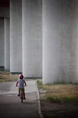 Little girl (Siuloon) Tags: bike bicycle rower dziecko child children pillers columns constructions canoneos5dmarkii