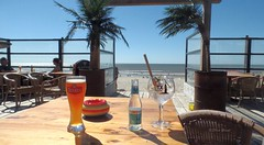 sun-day (ΞLLΞ∩) Tags: texel beer gin drinks sunshine blue sky holidays sea nordsee ausblick view beach strand