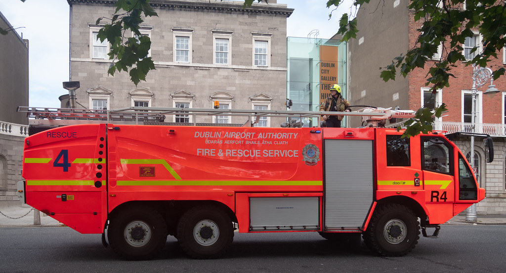 RESCUE 4 FIRE ENGINE USED IN DUBLIN AIRPORT [MANUFACTURED BY SIDES]--143777