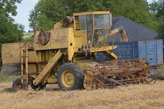 New Holland Clayson 1530 Combine Harvester unloading Spring Oats to a Grain Trailer (Shane Casey CK25) Tags: new holland clayson 1530 combine harvester unloading spring oats grain trailer newholland nh bartlemy harvest grain2018 grain18 harvest2018 harvest18 corn2018 corn crop tillage crops cereal cereals golden straw dust chaff county cork ireland irish farm farmer farming agri agriculture contractor field ground soil earth work working horse power horsepower hp pull pulling cut cutting knife blade blades machine machinery collect collecting mähdrescher cosechadora moissonneusebatteuse kombajny zbożowe kombajn maaidorser mietitrebbia nikon d7200