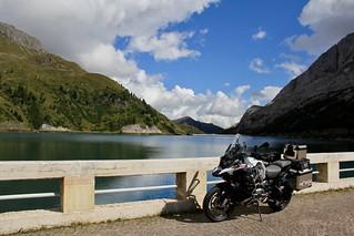 Lago Fedaia. Marmolada. BMW R1200GS Adventure LC