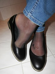 Castaluna leather pumps - close up pics (Isabelle.Sandrine2001) Tags: shoes pumps leather ballerinas ballet flats nylons stockings tattoo jeans legs feeet shoeplay dangling