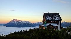 Peter-Wiechenthaler-Hütte (Heinrich Plum) Tags: heinrichplum plum fuji xt2 xf1855mm mountains hütte berge alpenvereinshütte berchtesgadeneralpen steinernesmeer saalfelden birnhorn alps alpen morgenstimmung morninglight morgenlicht earlymorning snow schnee nebel nebeldecke wolkendecke lodge
