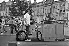 BMX (just.Luc) Tags: biker bmx fiets bicycle bicyclette fahrrad bn nb zw monochroom monotone monochrome bw garçon boy jongen junge knabe knaap niño bordeaux gironde nouvelleaquitaine france frankrijk frankreich francia frança europa europe youth jeugd jeunesse