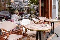 comme chez soi (14.09.2018) (Siebbi) Tags: cafe boulangerie patisserie brasserie window fenster scheibe pane reflection reflektion streetphotography strasenfotografie strassenfotografie