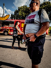 Menschen im Olympiapark Sommer 18 - Party im Park (69).jpg (Ralphs Images) Tags: streetphotography moods mft menschen olympuszuikolenses ralph´simages stimmungen panasoniclumixg9