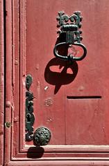 fermée à triple tour (jean-marc losey) Tags: france occitanie aveyron najac porte door heurtoir randonnée d700 dwwg