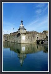 Entrée de la Ville Close de Concarneau (myvalleylil1) Tags: france bretagne concarneau architecture mer eau brittany