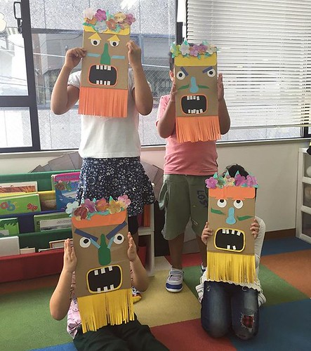 Tiki men! We all worked together to make a tall tiki pole for our school entrance. 🍍#kindergarten #preschool #tokyo #tokyo #daycare #shibapark #artsandcrafts #summerschool #東京 #サマースクール #保育園 #幼稚園 #ハワイ
