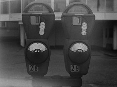 Analog - Digital (Christian Güttner) Tags: schwarzweis schwarzweisfotografie sw svartvitt parkuhr blackandwhite bw monochrome mediumformat mittelformat moerschecodeveloper etrsi ilford ilforddelta400pro analog analogue europa 120 6x45 ecodeveloper rollfilm technik zenzabronica czarnobiale film norway norwegen norwegia norge ålesund