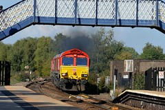 66230 & 66192 clagging into Mexborough with the 6E23 Toton to Belmont Down Yard, 31st Aug 2018. (Dave Wragg) Tags: 66230 class66 dbcargo 6e23 mexborough loco locomotive railway clag clagging