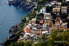 Riomaggiore (Cinque terre) (** [ Im@ges in L ]) Tags: village italie cinqueterre ligurie voyage canon 70d riomaggiore mer sea seascape cityscape couleurs