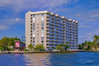 Waters Edge high-rise building, 2611 N Riverside Drive, Pompano Beach, Florida, USA / Built: 1972 /  Floors: 10 / Total Units: 78