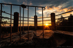 Aufstieg (Peter Daum 69) Tags: sonne sun licht light sonnenuntergang sunset scenery landscape landschaft himmel turm tower castle burg canon eos farbe color dream traum sunrise sonnenaufgang wolken clouds wald