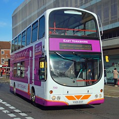 HULL 121115 YX05EOT (SIMON A W BEESTON) Tags: hull eyms eastyorkshiremotorservices yx05eot volvo b7tl wright 700
