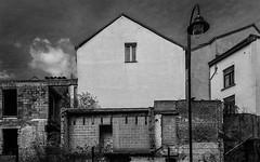 Contrast (jefvandenhoute) Tags: belgium belgië belgique brussels brussel bruxelles blackandwhite monochrome light lines shapes decay geometric