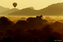 _52R3120 (Dream Delivered (Dreamer)) Tags: hotairballoon srilanka morning