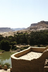 Al-Hajarein - ancient cistern (motohakone) Tags: jemen yemen arabia arabien dia slide digitalisiert digitized 1992 westasien westernasia ٱلْيَمَن alyaman kodachrome paperframe