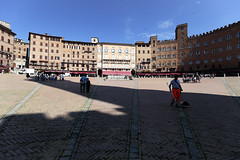 Work Safety Regulations in Action (czerwiony Smãtk) Tags: siena italy city europe shadow architecture people birds sky blue chianti tuscany