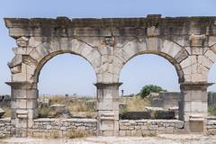 2018/07/09 12h58 decumanus maximus, Volubilis (Valéry Hugotte) Tags: 24105 maroc volubilis arche canon canon5d canon5dmarkiv decumanusmaximus romain ruines antiquité
