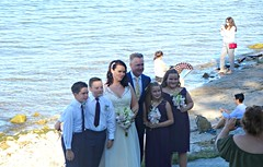 A wedding party pose for a photograph (Trinimusic2008 -blessings) Tags: trinimusic2008 judymeikle nature niagaraonthelake candid september 2018 summer hot tourists tourism picnic sightseeing sonydschx80 weddingparty bride groom bouquets bridal